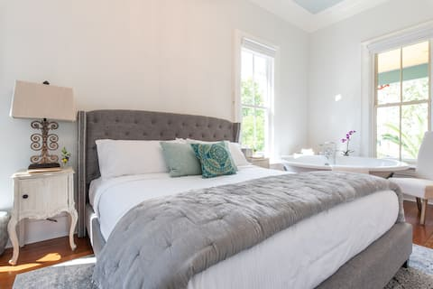 Mendez On Main #1 King Bed 10min walk to town