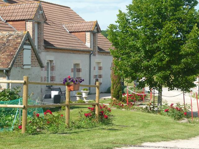 La Suite Bleue de la Maugerie - Thoury - Bed & Breakfast