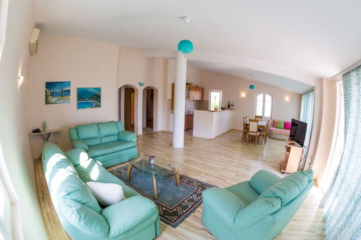 Spacious Two Bedroom Apartment with Sea View