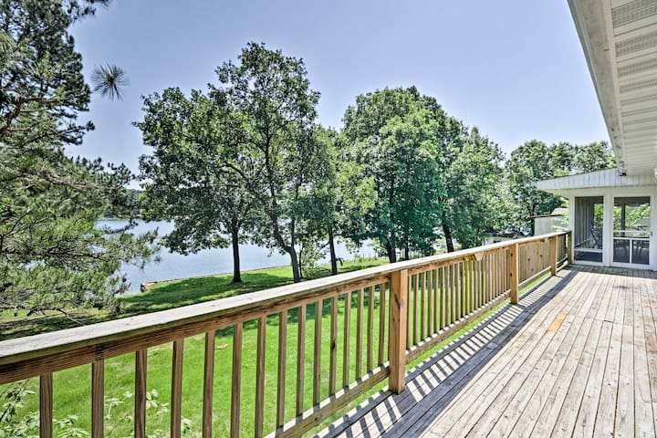 Lake House w/Deck on Crown Lake near Ozark Forest!