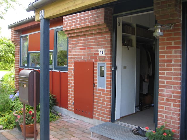 Whole house with balcony. - Smørum - House