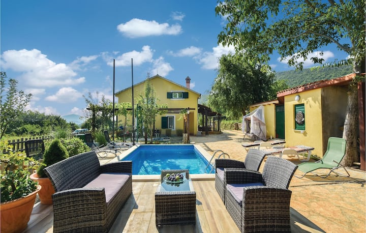 Stunning home in Dicmo with WiFi and 3 Bedrooms