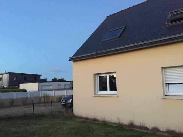 Maison proche du bourg et de la mer - Lannilis - Casa