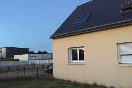 Maison proche du bourg et de la mer - Lannilis - Haus