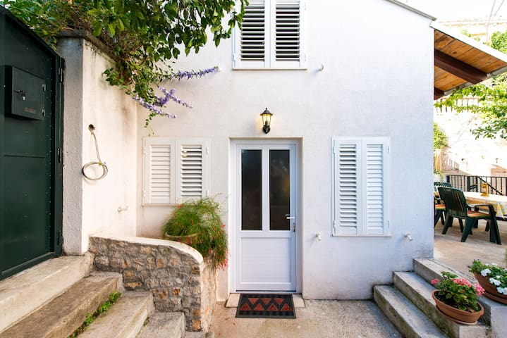 Garden house apartment/near OldTown - Apartments for Rent in ...