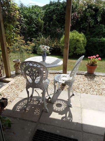 Garden annexe room with en suite
