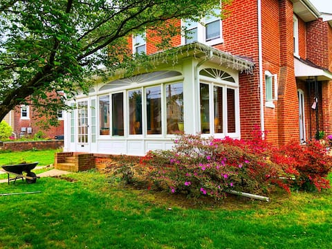 """McDaniels Corner"" (Cozy Home in North Wilmington)"