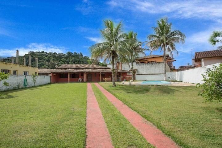 Casa com churrasqueira e piscina - Capricórnio II