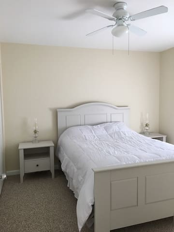 Simple, clean and comfortable room - Rehoboth Beach