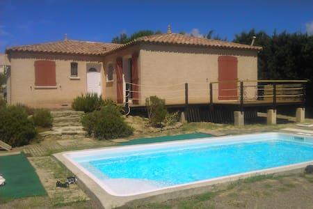 maison de plain pied avec piscine - Moussan