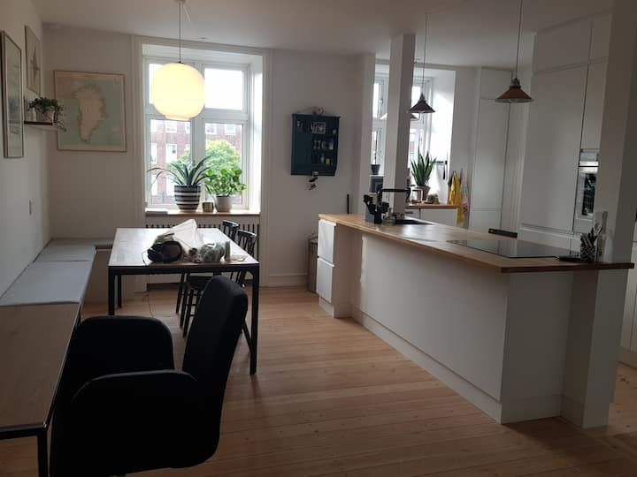 bright & cozy apartment with  kitchen-dining area