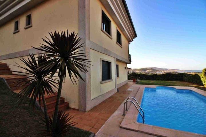 Ref. 11110 Magnifica casa con piscina y vistas