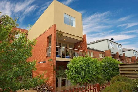 Comfy Bedrooms for share - 2 - Maribyrnong