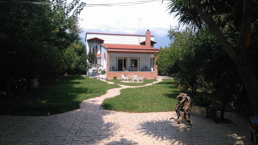 Traditional home by the sea - Achaia