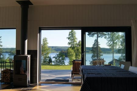 Modernt fritidshus med sjöutsikt - Smedjebacken - Villa