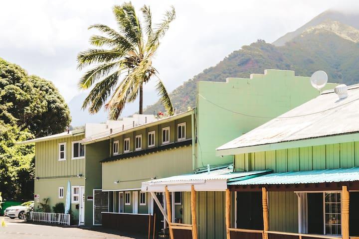Central Maui Hostel Male Dorm Room Bed 1
