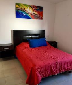 Excelente habitación baño privado - Santiago de Querétaro - Bed & Breakfast