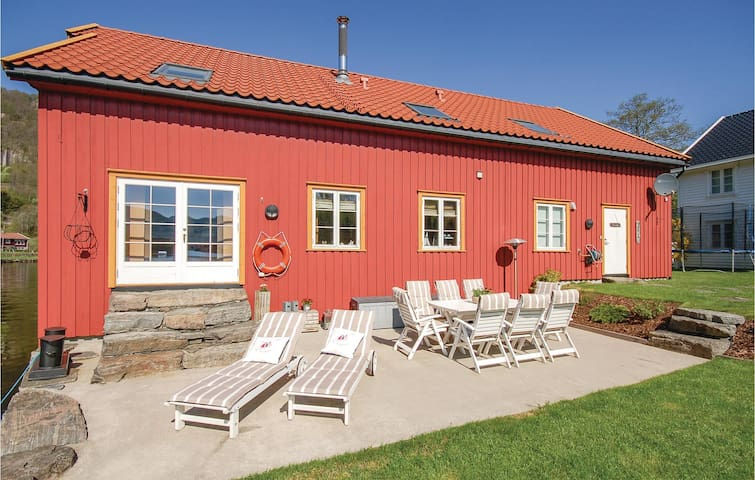 Holiday cottage with 3 bedrooms on 200m² in Feda