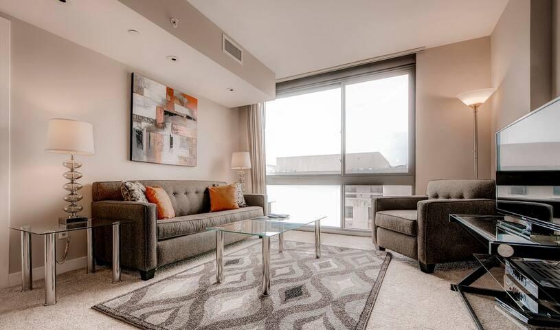Lavish 1 Bedroom Apartment in Newseum!