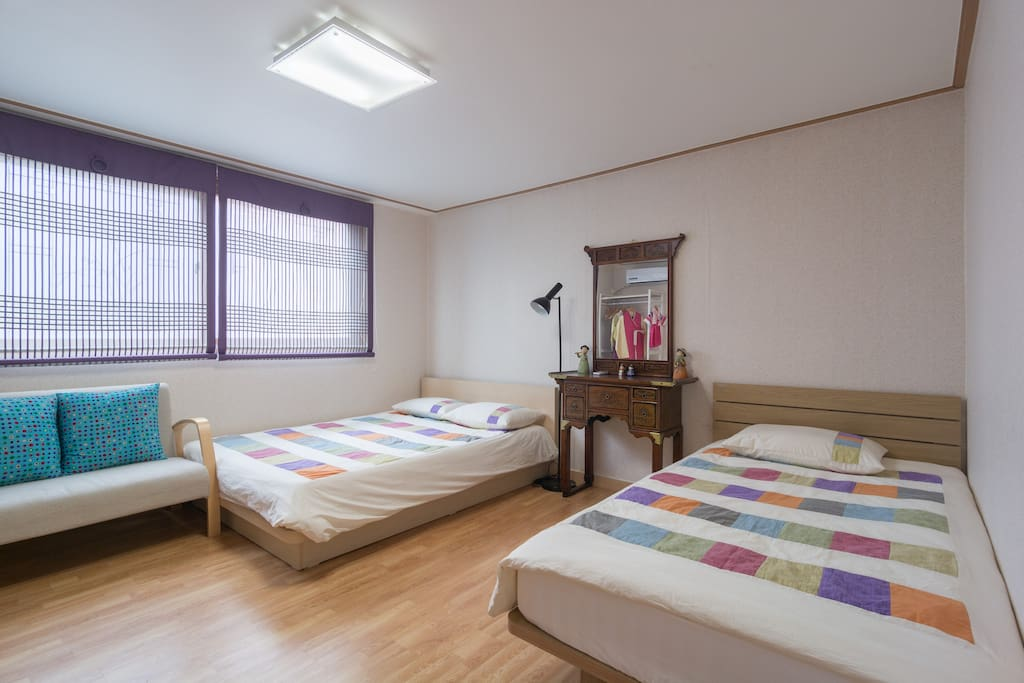 Traditional Room (Queen & Supersingle bed)