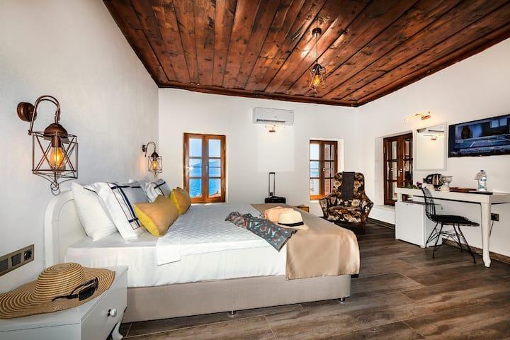 Marmaris Marina'da Deniz Manzaralı Özel Ev