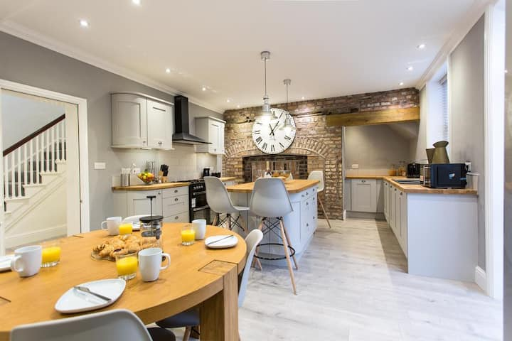 City Centre Luxury Grade II Listed Town House⭐