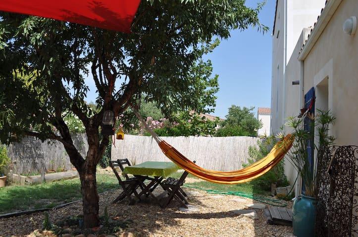 Maisonnette avec jardin cosy - Clarensac