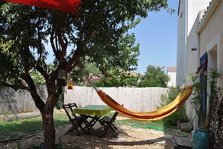 Maisonnette avec jardin cosy - Clarensac - Rumah