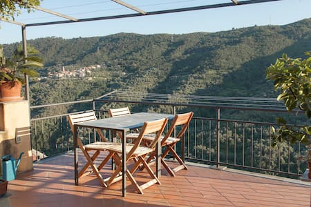 Townhouse on the Italian Riviera - Pietrabruna - Дом