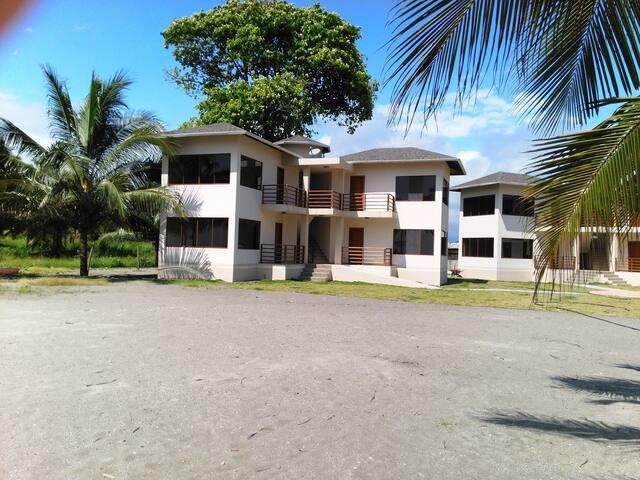 Habitación matrimonial Villa Palmarena, Cojimíes