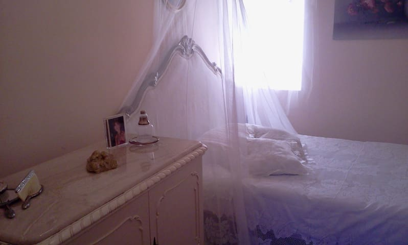 Romantic bedroom with bathroom - Tarquinia - Apartment