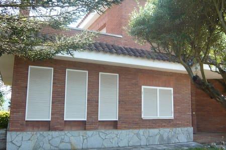 Paz y tranquilidad en familia - Vallromanes - House