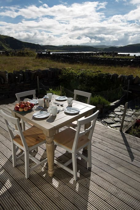 Dining alfresco in summer sunshine in Scotland is possible