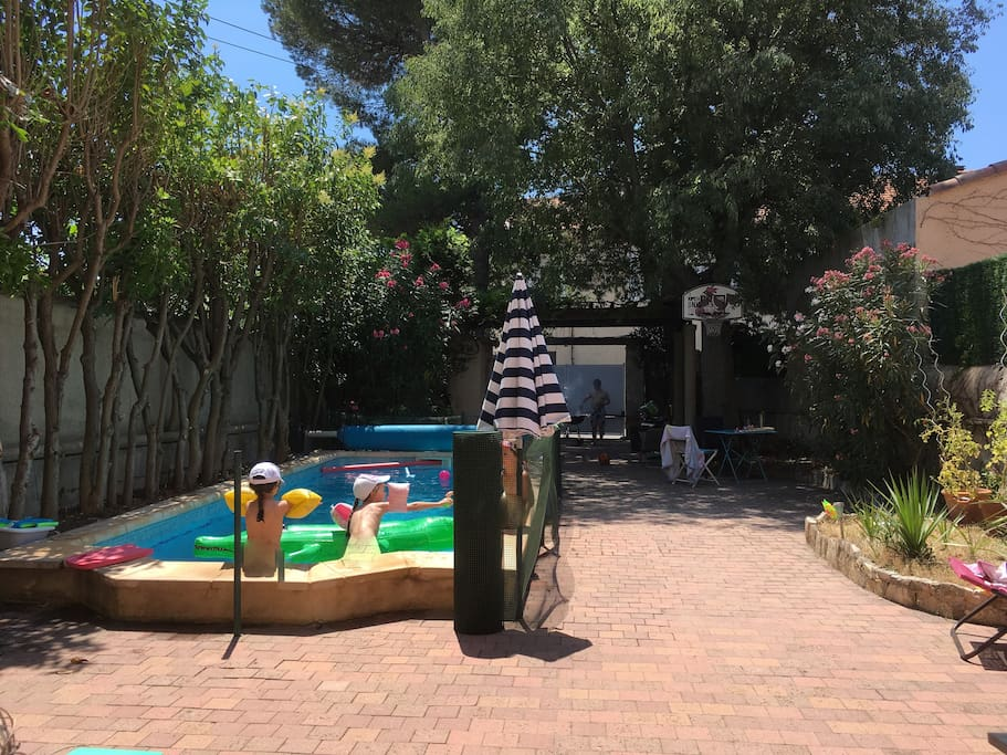 Dis Papa, es ce que je peux aller a la piscine ?