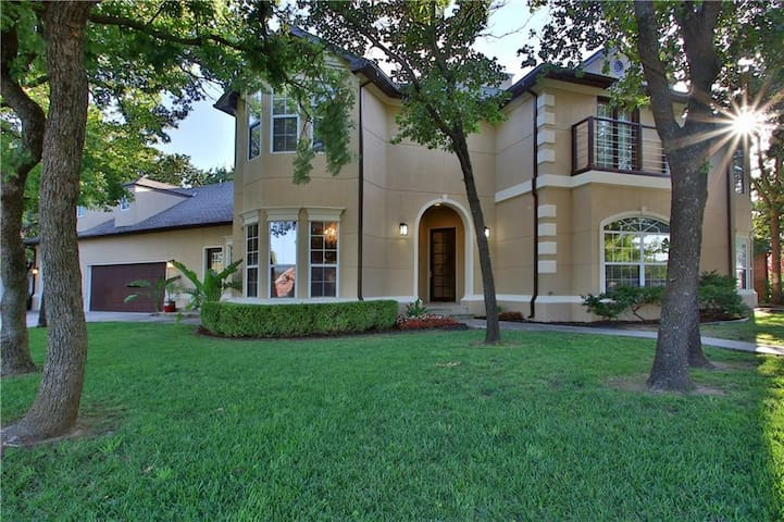 Luxurious home in North Edmond, near I-35