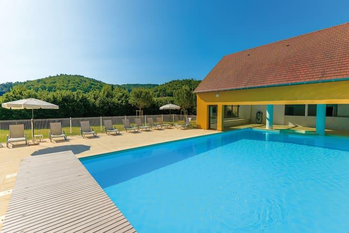 Maison de vacances pour 4 avec terrasse | Accès piscine +salle de gym!
