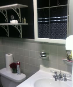 2 rooms available with one bed each - Philadelphia - House