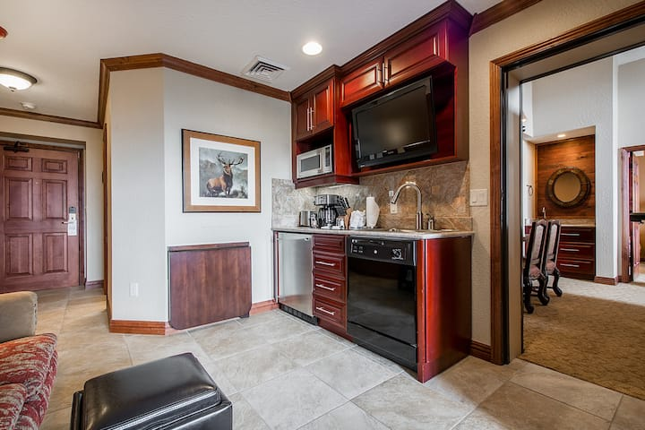 Luxury Penthouse Studio Apartment at the Westgate!