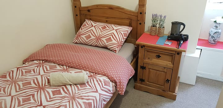 5 minutes from St pancras, professional cleaning!