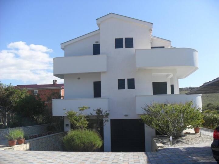 Studio flat with balcony and sea view Ljubač, Zadar (AS-14593-b)