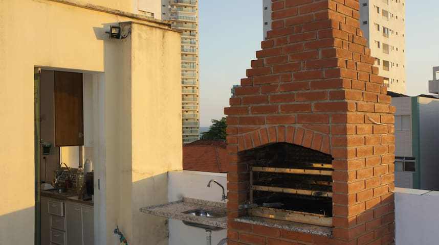 Rooftop 2B/2B Guarujá (barbecue, wifi, parking)