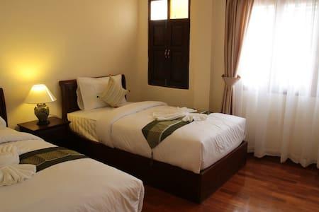 Rustic Twin bedroom Center chiang mai - chiang mai