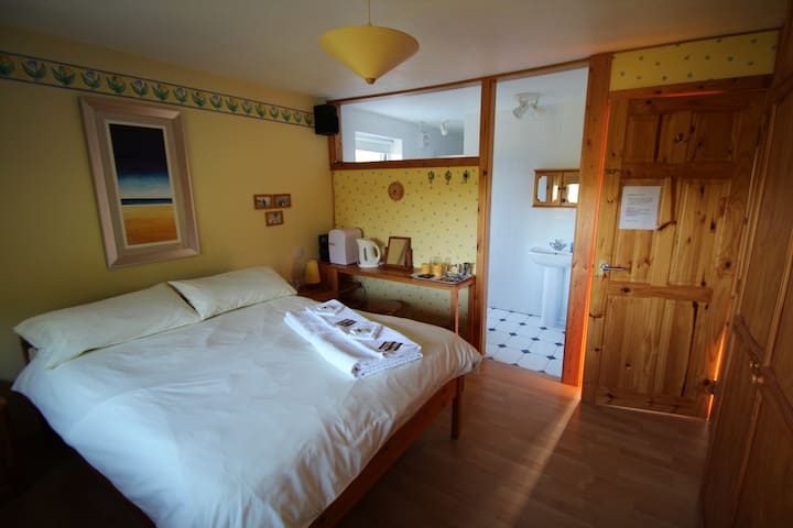 St.Germans CORNWALL  en-suite large DOUBLE bedroom