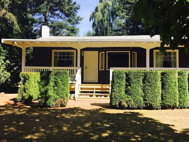 The Retreat Cottage located on a waterfront estate - Nanoose Bay - Cabaña