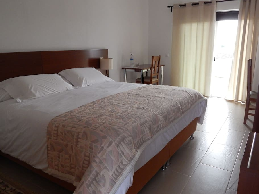 Double bed room chambres d 39 h tes louer vidigueira for Chambre d hote portugal