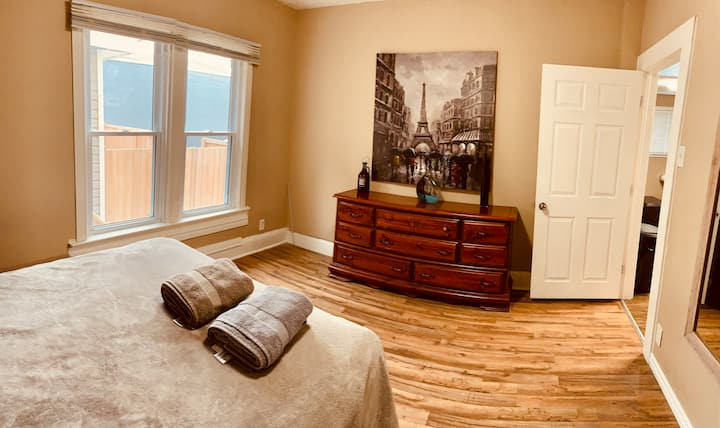 Cute Trendy 2 bedroom Apartment in Little Italy