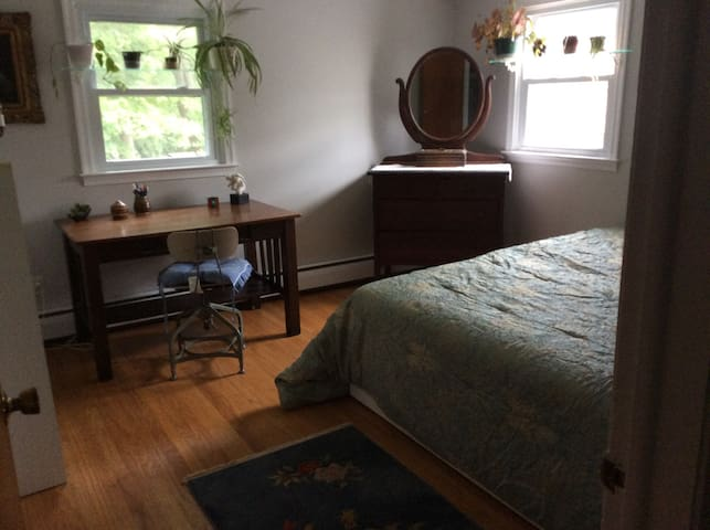 CHARMING, COMFORTABLE-SPACE - Wallingford - Hus