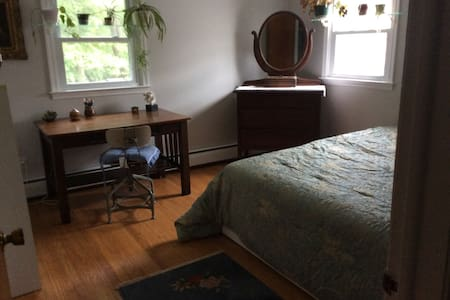 CHARMING SPACE/LONG-TERM STAY/ LOTS OF ROOM - Ház