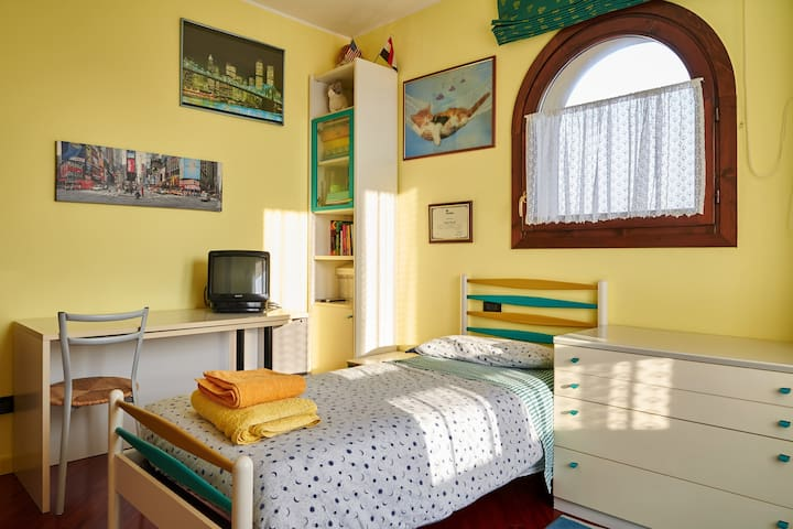 Quiet and cozy single room! - Osio Sopra - Дом