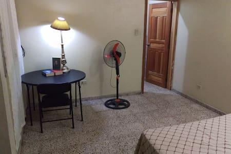 Habitación confortable, por la UNAH y Chochi Sosa